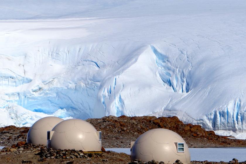 極寒の地でグランピング!?南極初のグランピング施設「ホワイト・デザート」